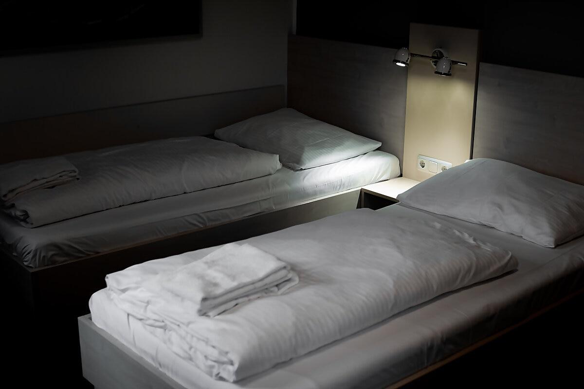 best-deal-hotel-airporthotel-weeze-zimmer-doppelzimmer-betten-nacht